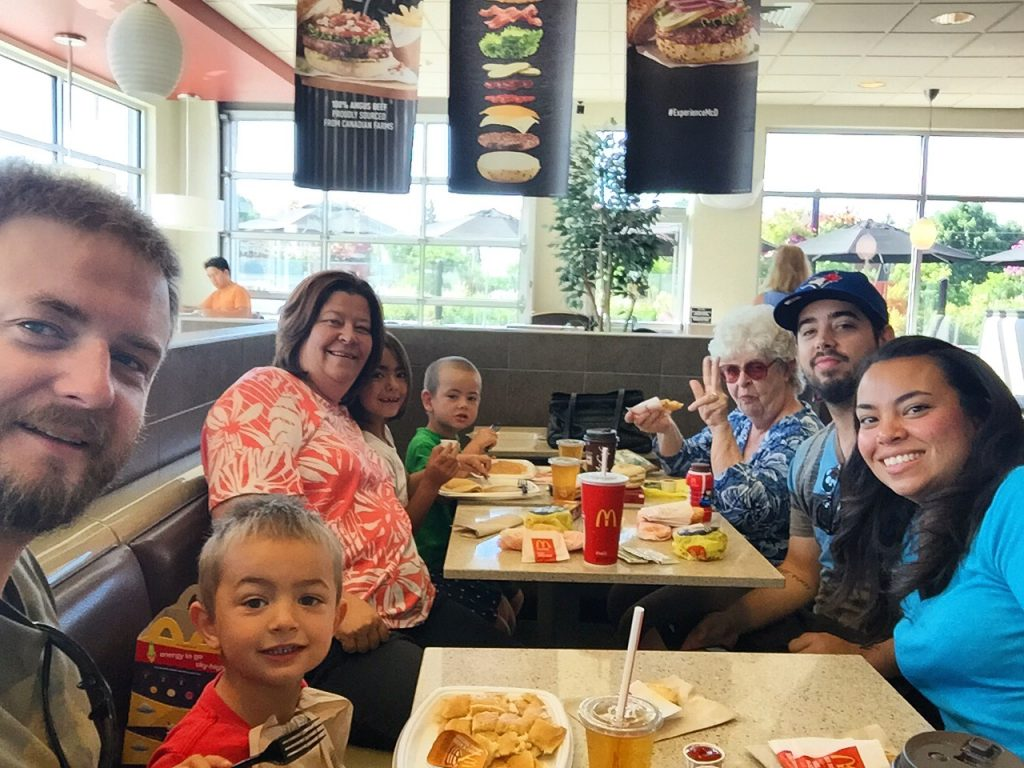 Luke, Lincoln, Karina, Isla, Jenson, Birthe, Stephen and me, enjoying our last family breakfast together at McDonald's.